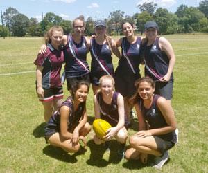 Le scuole private in Australia offrono moltissime attività sportive come il soccer anche per le ragazze