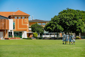 L'Australia ha una tradizione di scuole omogenee che ancora oggi gli australiani preferiscono rispetto alla scuola mista in quanto garantiscono un'ottima educazione e pari opportunità