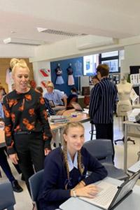 I nostri studenti il primo giorno di scuola dopo la quarantena alla riapertura della scuola privata in Australia
