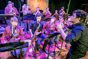 Le arti creative e la musica sono parte integrante del curriculum delle scuole in Australia e gli studenti possono praticare molte attività creative
