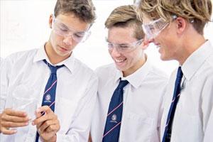 Le scuole private australiane dedicano moltissime ore allo studio delle materie scientifiche e alla pratica della teoria